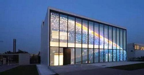 LED透明屏有哪些优势?